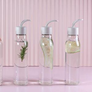 Garrafa-Para-Agua-Esqueeze-Liv-Flat-700-ml-Ambientada-2